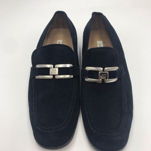 ANN TAYLOR Navy flats with silver buckle!